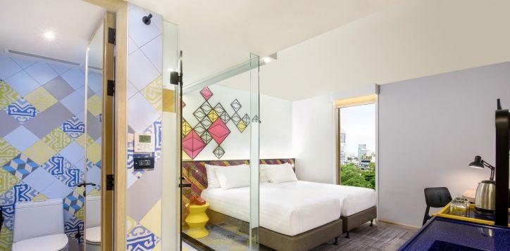 superior-atrium-view-room