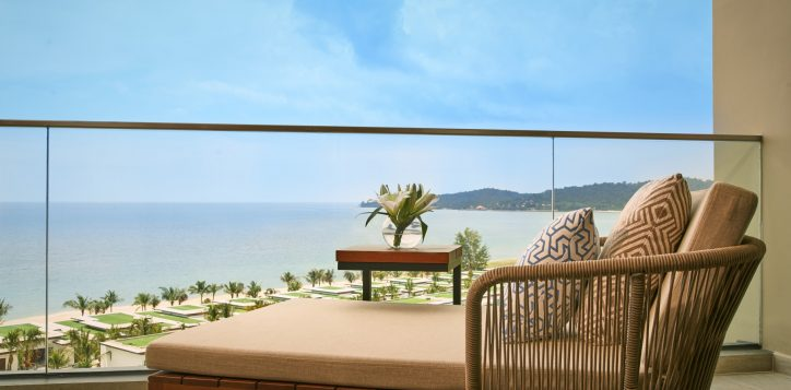superior-king-room-sea-view-with-balcony