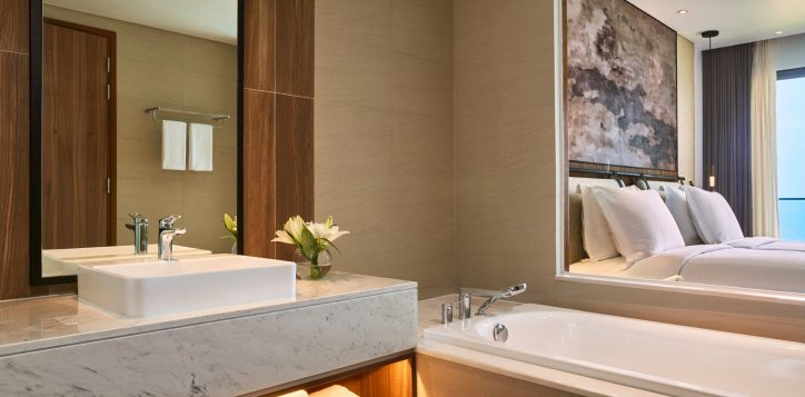 7-superior-twin-seaview-bathroom3