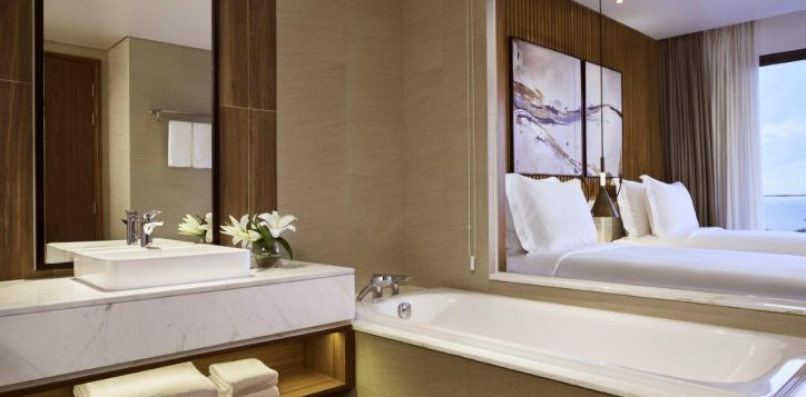 movenpick-phu-quoc-residence-twin-seaview-bathroom2