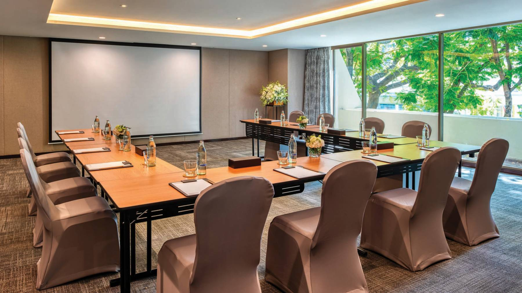 meeting room at Mövenpick BDMS Wellness Resort Bangkok