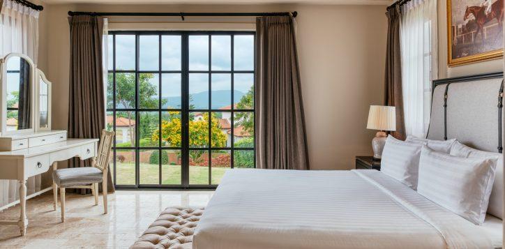 movenpick-khaoyai_2bedroom-pool-villa_master-bedroom-2