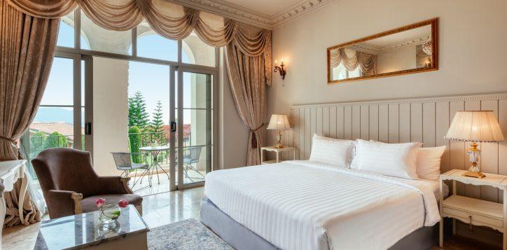 movenpick-khaoyai_deluxe-king-bedroom-2