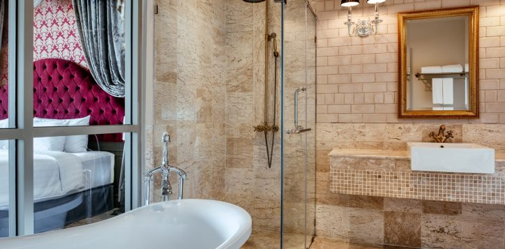 movenpick-khaoyai_executive-deluxe-restroom-2