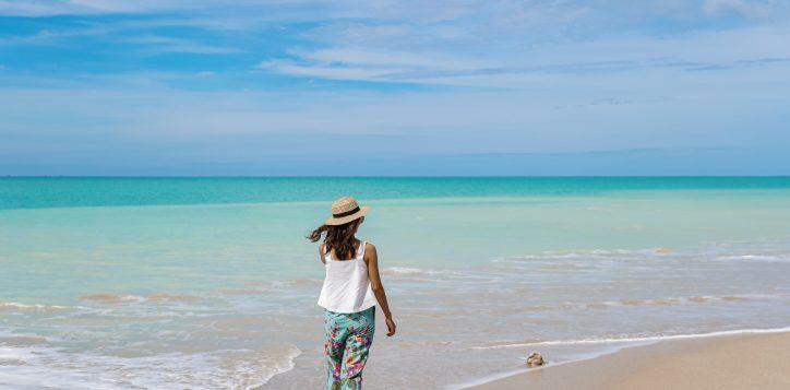 bangsak-beach-beahcfront-hotel-grand-mercure-khaolak