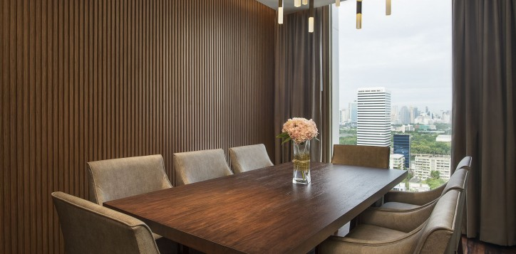 executive-sky-lounge-club-floor