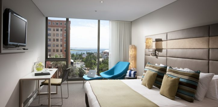roomssuites-guestrooms-superiorharbourviewroom-2
