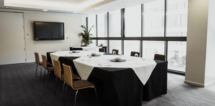 newton-boardroom-8-pax-boardroom-2