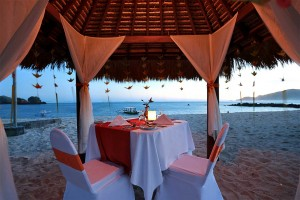 ROMANTIC DINING AT THE BEACH