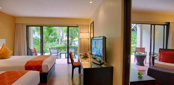 3-suite-poolside-terrace-2