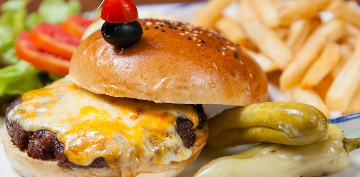 burger-combo-set_novotel-phuket-surin1