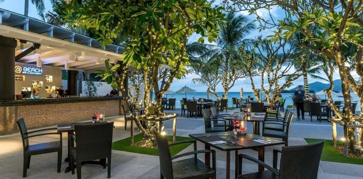 beach-pool-bar