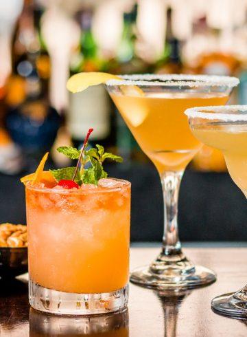 cocktails-hour-at-le-bar