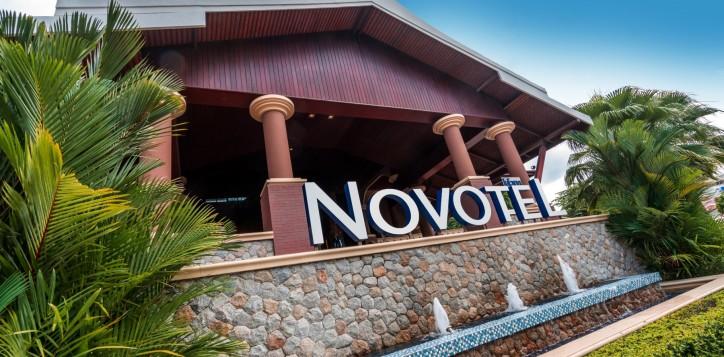 novotel-signage-01-2