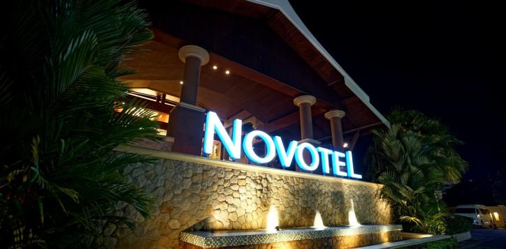 novotel-signage-03