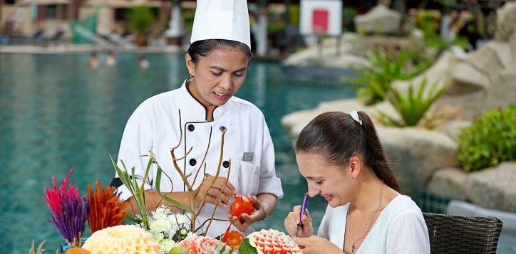 novotel-phuket-vintage-park-activity-carving
