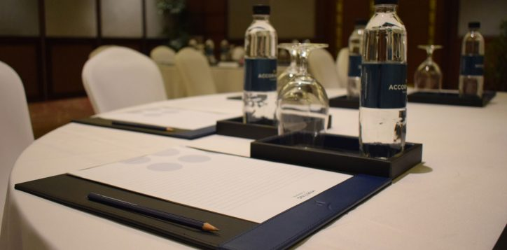 novotel-phuket-vintage-park-meeting-table