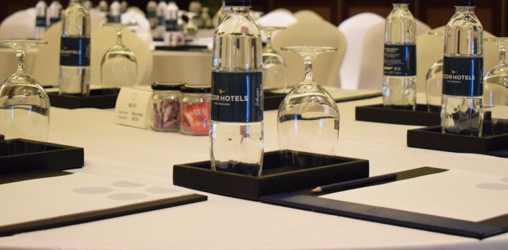 novotel-phuket-vintage-park-meeting-table-mice2