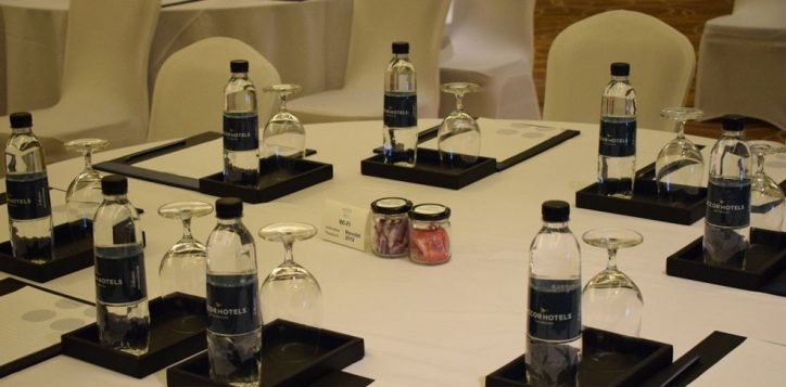 novotel-phuket-vintage-park-meeting-table-mice3