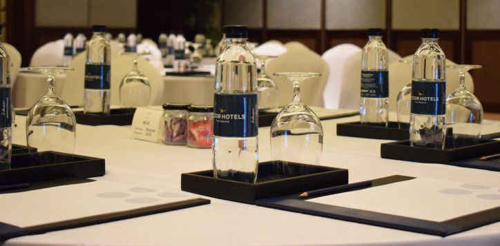 novotel-phuket-vintage-park-meeting-table-mice-2