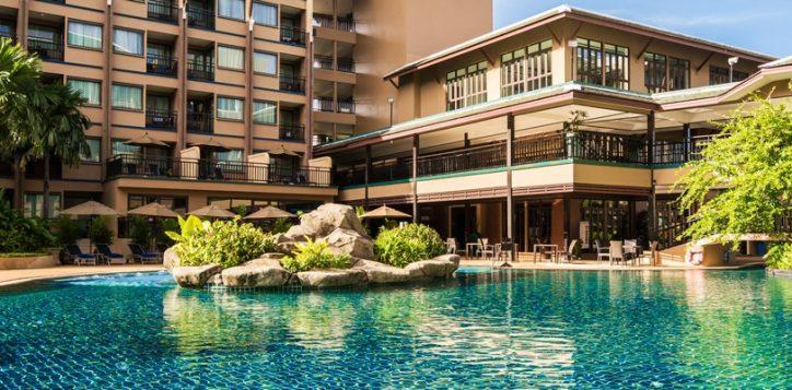 novotel-phuket-vintage-park-pool-lagoon-v2-bg