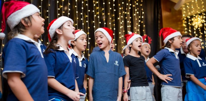 novotel-nha-trang-raised-fund-within-the-christmas-tree-lighting-ceremony