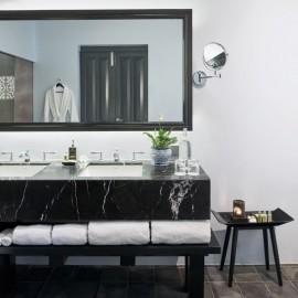 H Heritage Suite bathroom