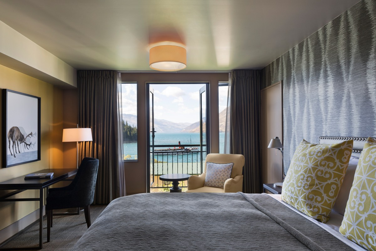 st-moritz-guest-room-lake-view-with-balcony