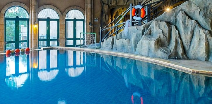 la-piscine-swimming-pool-2