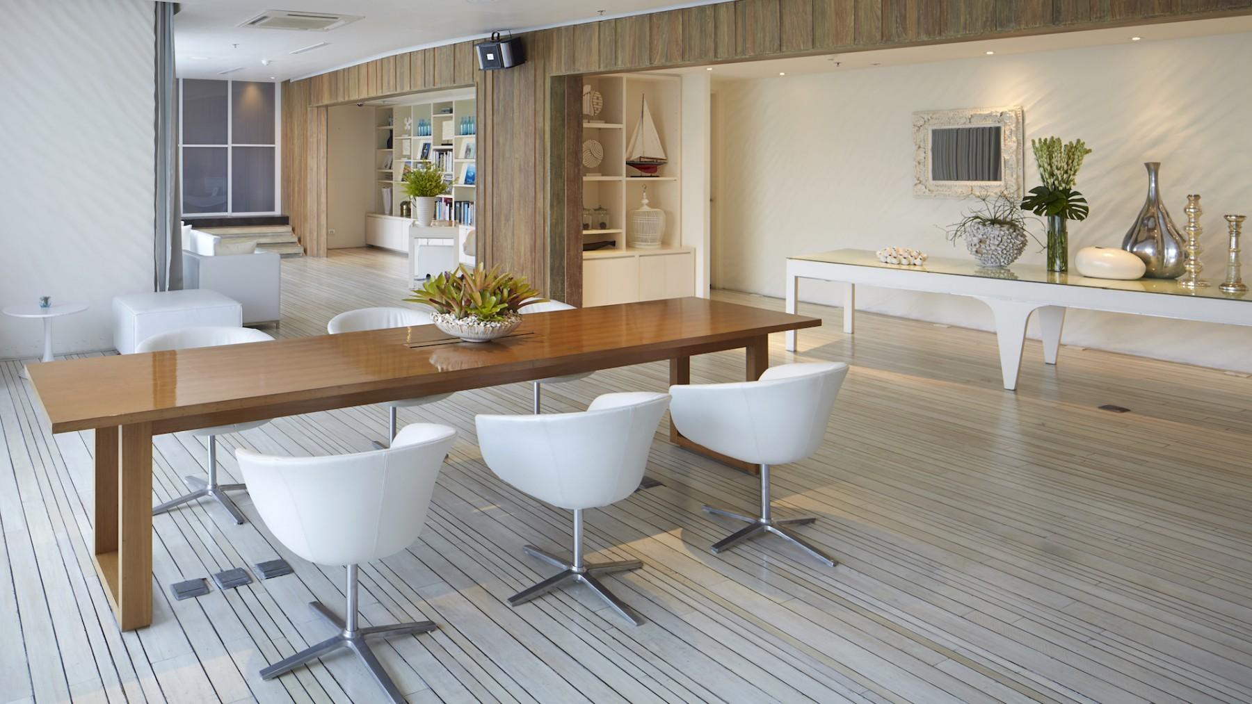 White-Lounge-4.jpg