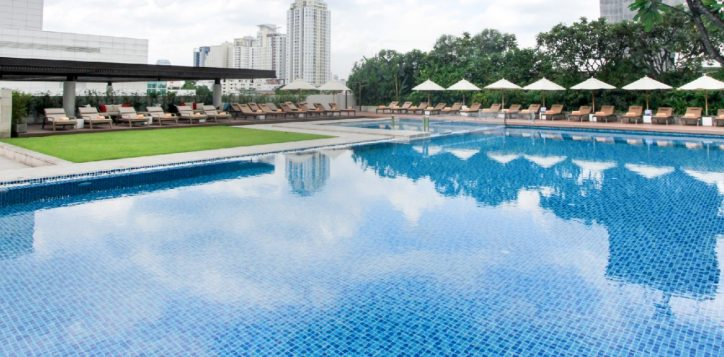 best-hotel-pool-in-bangkok-2