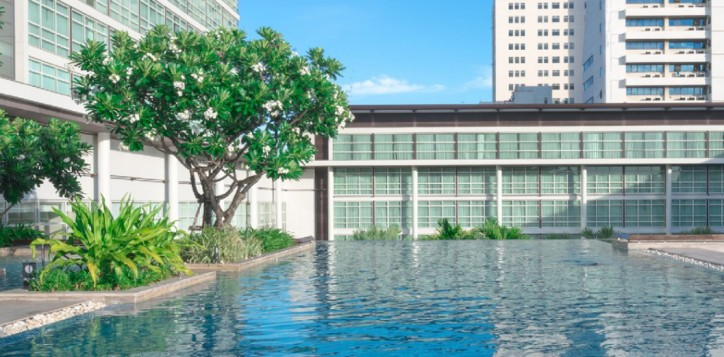 about-our-bangkok-city-hotel-best-swimming-pool-in-bangkok