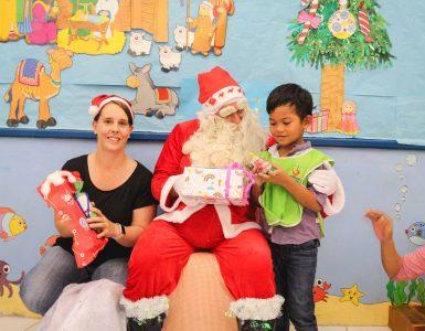 hand-to-hand-santa-visit