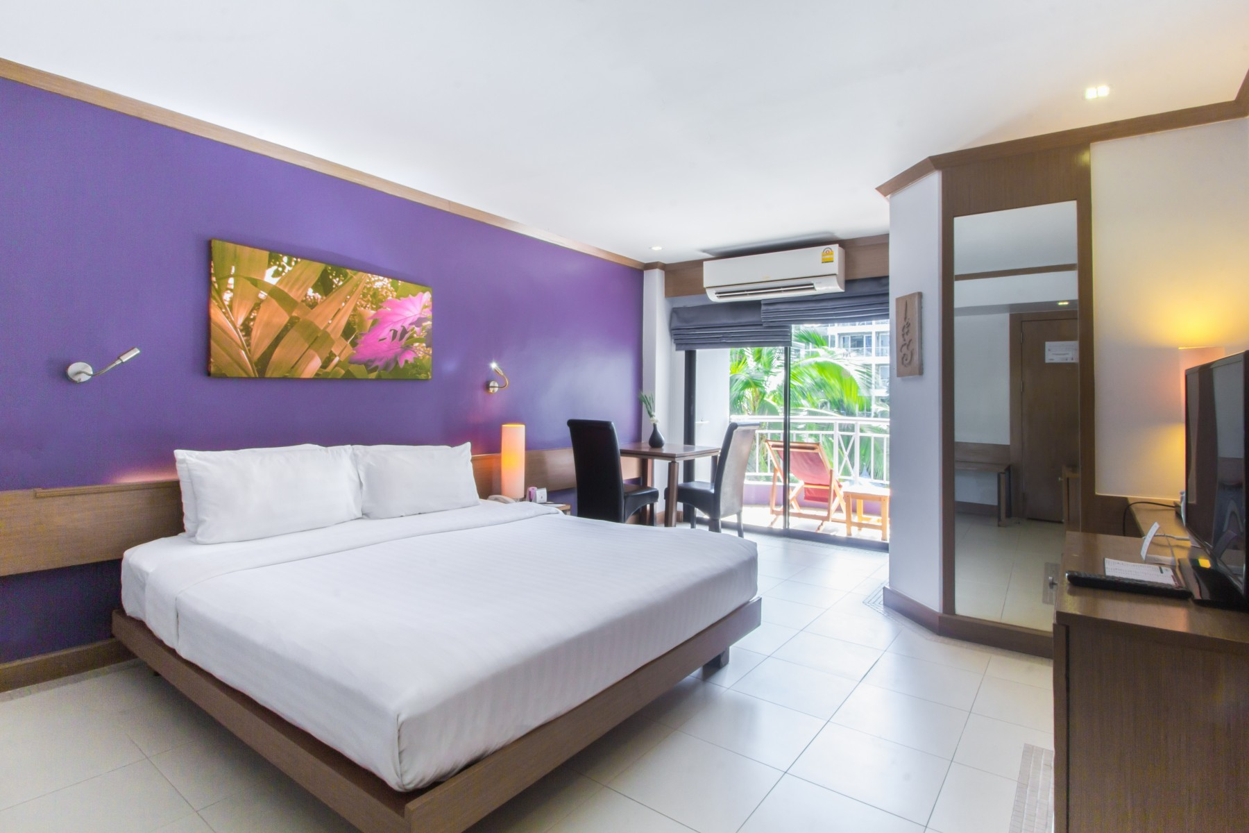 budget hotel room in Pattaya