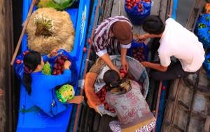 Wat Takien Floating Market