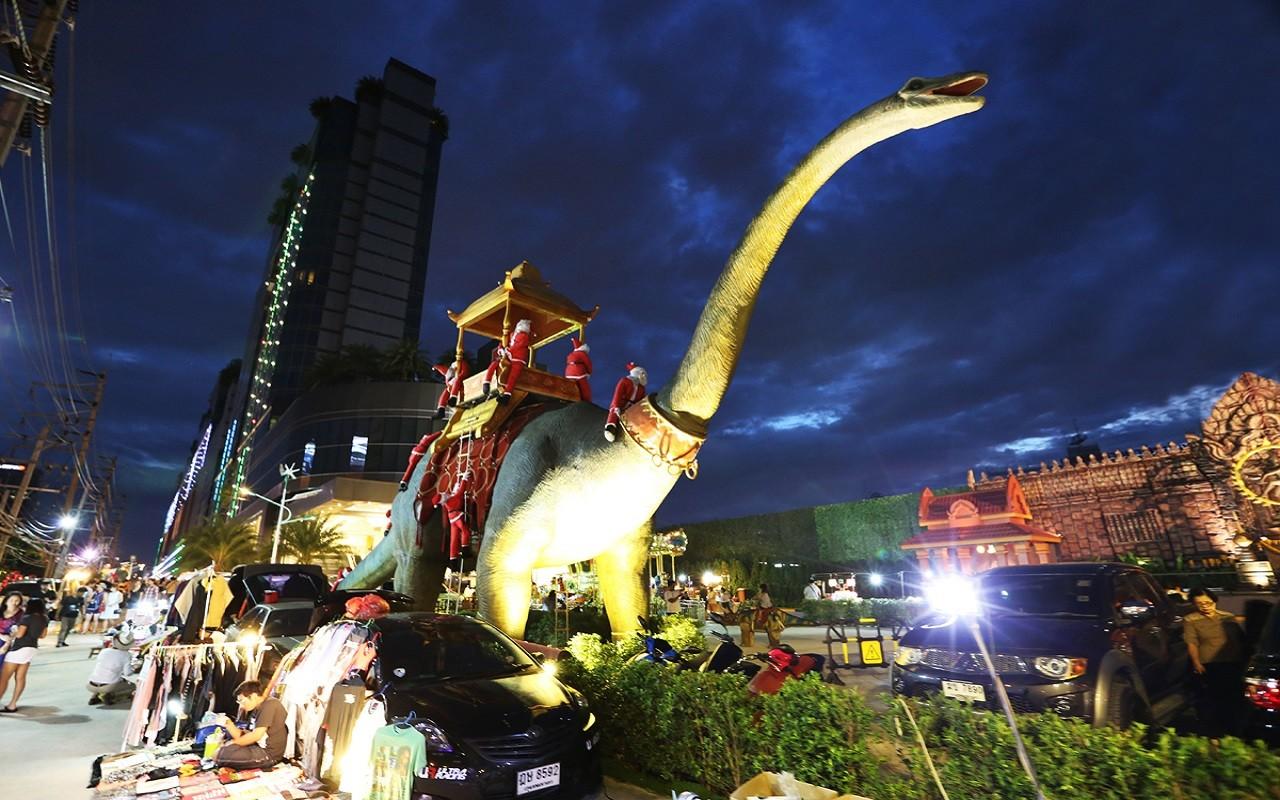 Suan Lum Night Bazaar | Novotel Bangkok IMPACT