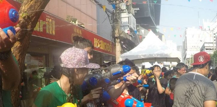 songkran-in-siam-square