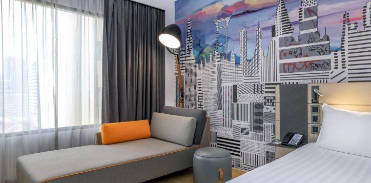 deluxe-room-sofa
