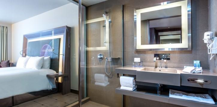 rooms-deluxe-bathroom_1920x1080