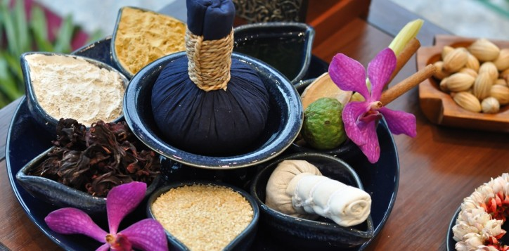 spa-thai-herbal-compress-massage
