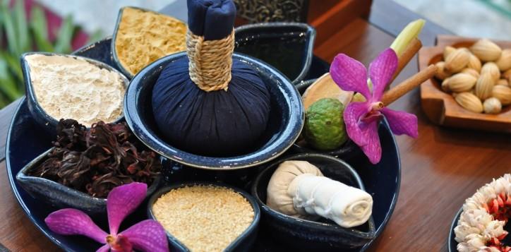 spa-thai-herbal-compress-massage-2