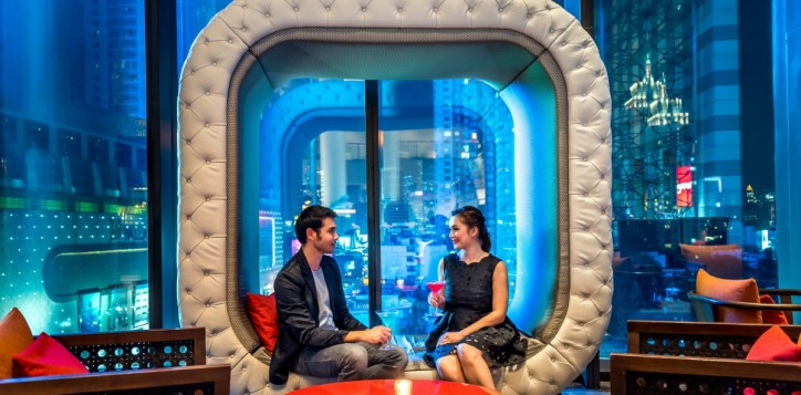 outlets_platinum-lounge_couple_1920x1080-2