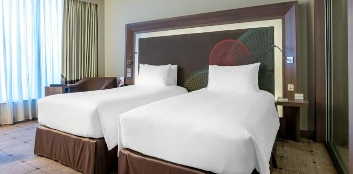 rooms-deluxe-twin_1920x1080-2