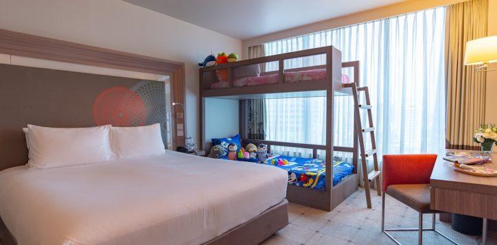 family-room-s2e-h7272_2-2