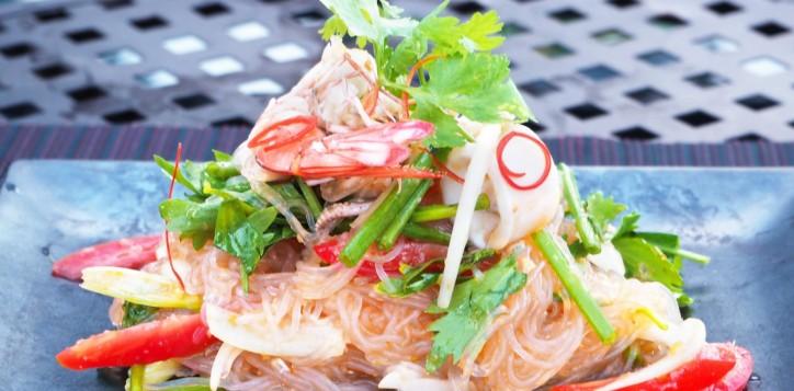 barsrestaurants-joekoolspoolsidegrill-mixedseafoodsalad
