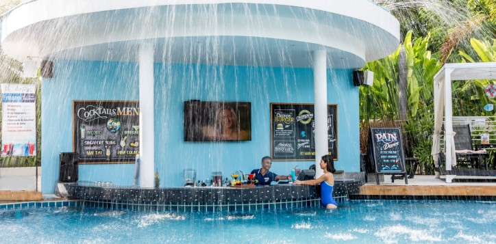 barsrestaurants-poolbar-kooldownpoolparty