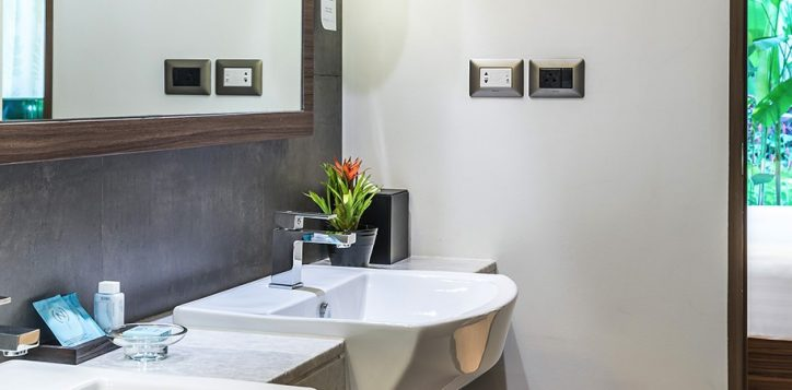 novotel-phuket-resort-suite-bathroom2