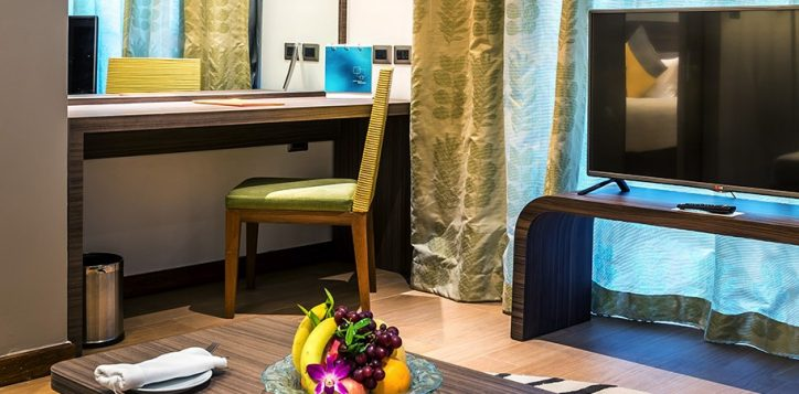 novotel-phuket-resort-suite-living1