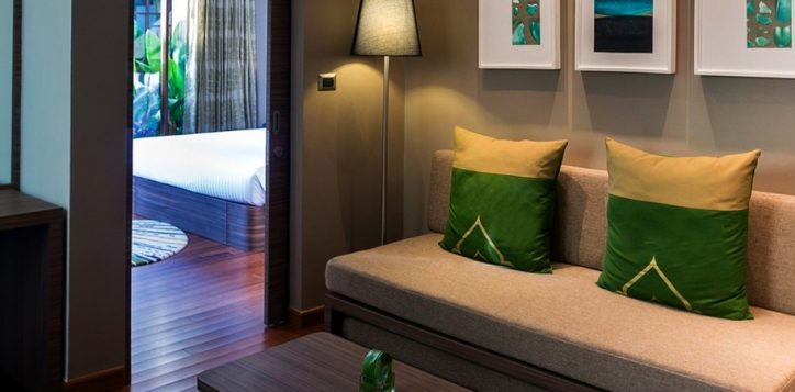novotel-phuket-resort-suite-living2