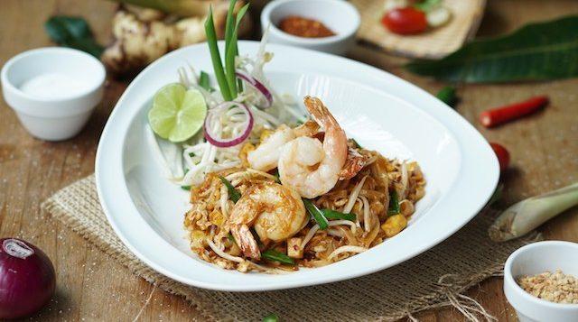 novotel-phuket-karon-oceans-restaurant-pad-thai-goong